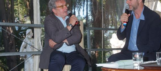 Fabio Fazio intervistato dal giornalista Mauro Boccaccio durante la consegna del Premio Fernanda Pivano